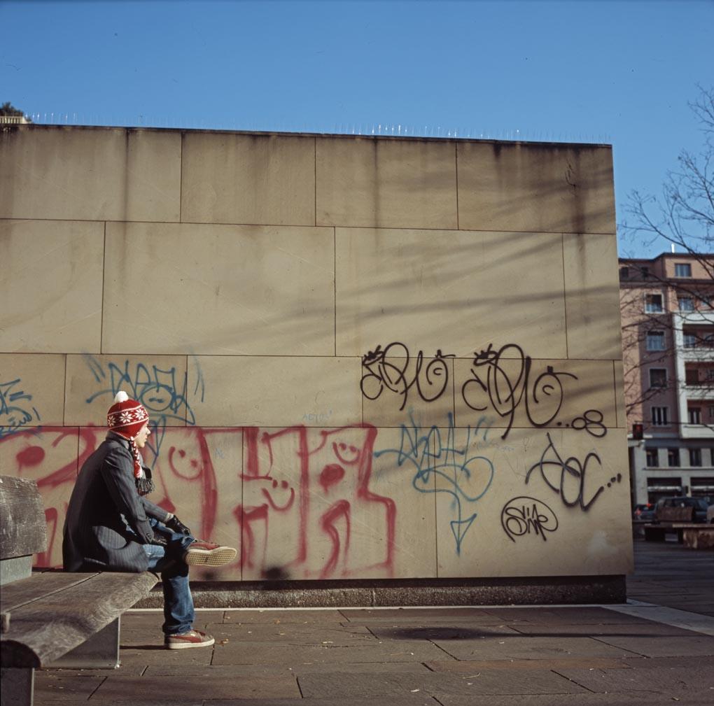 Rotkäppchen wartet auf den bösen Wolf © fraubolza 2009